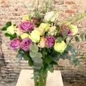 24 rosas multicolor + jarrón