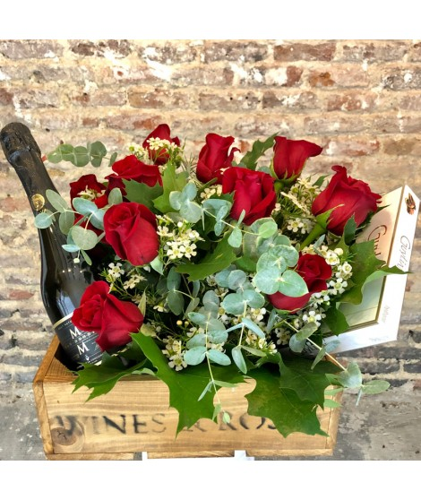 Flower Box 12 Roses, Chocolate & Cava
